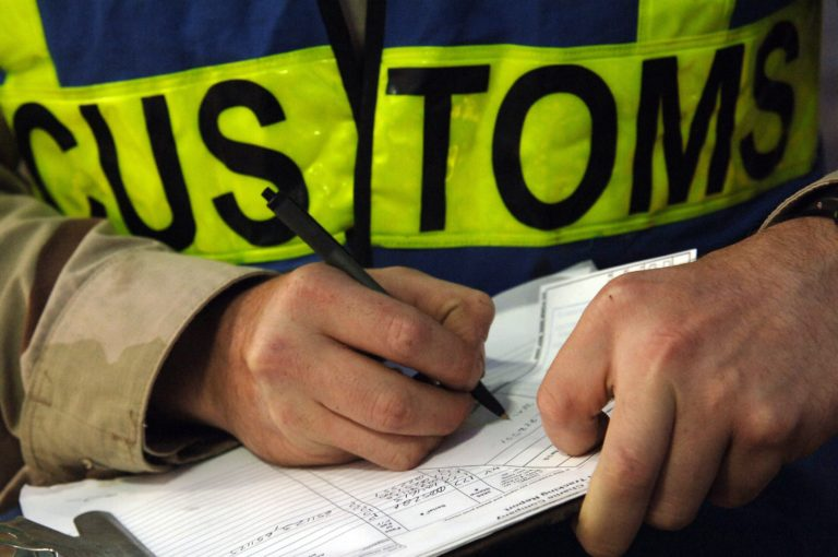Shipping and Customs – Tips to Avoid Having Goods Stuck in Customs
